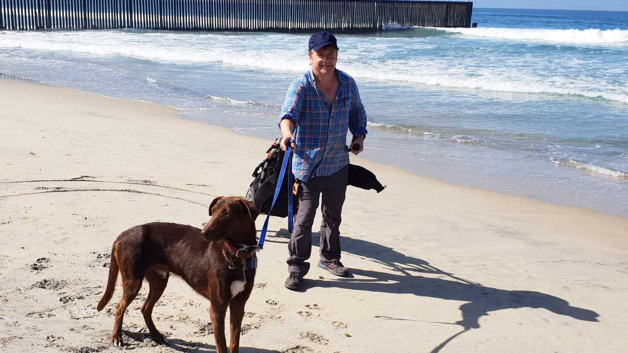 Tom Fremantle with Einstein on the beach