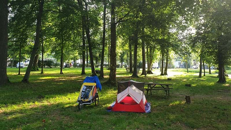 Lovely camping spot in the tiny Parc de Paris, which, despite its name, is in the sticks