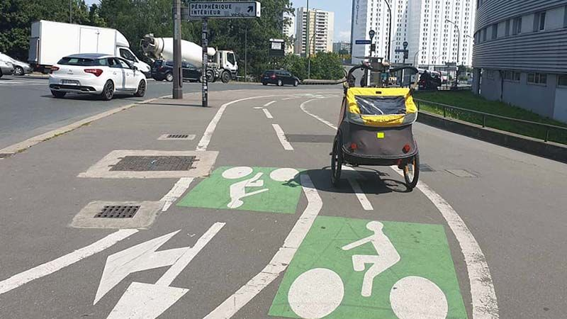 Paris has a wonderful network of cycle lanes. Rude for Koko not to make use of them