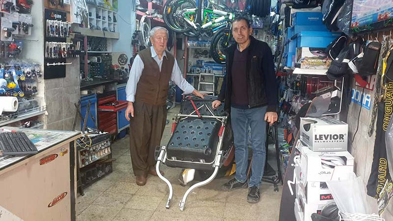 Engin and his 83 year old Dad, Kadir, who has run this tiny, wonderful bike shop in Yalova since the 1960s. Their overwhelming kindness moved me to highly inapproriate tears!