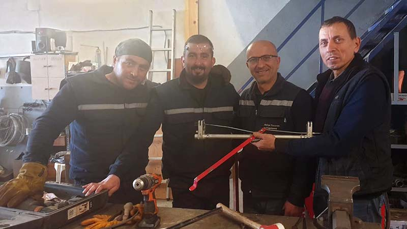 Engin of Gizem Bisiklet in Yalova with his welder mates who generously sorted out Koko's tired cracked axle - being held by Engin
